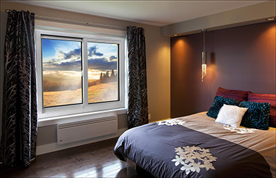 Fenêtres coulissantes dans une chambre